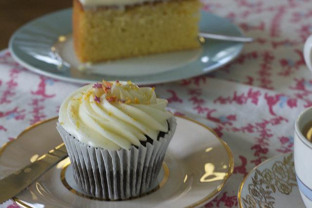 cake dates: auntie m's cake lounge;