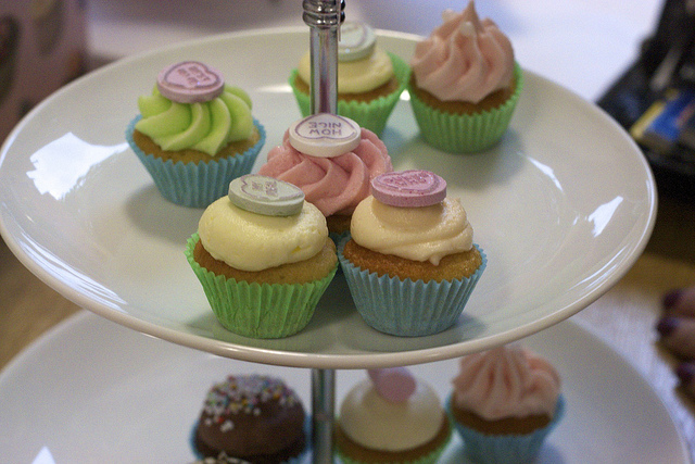 cakes on tour: hey little cupcake;