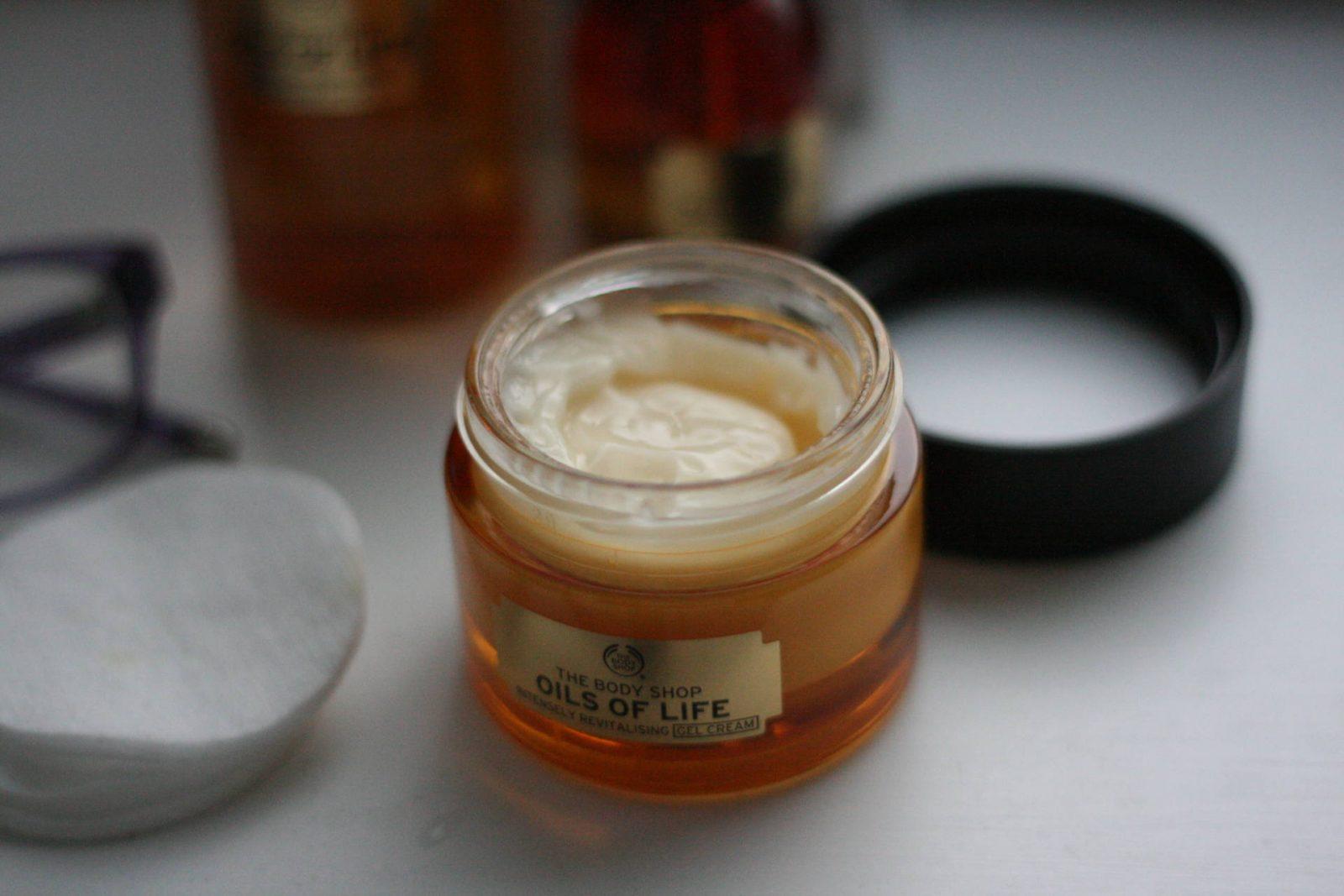 #bloggersskincareguide - Body Shop Oils of Life - gel cream