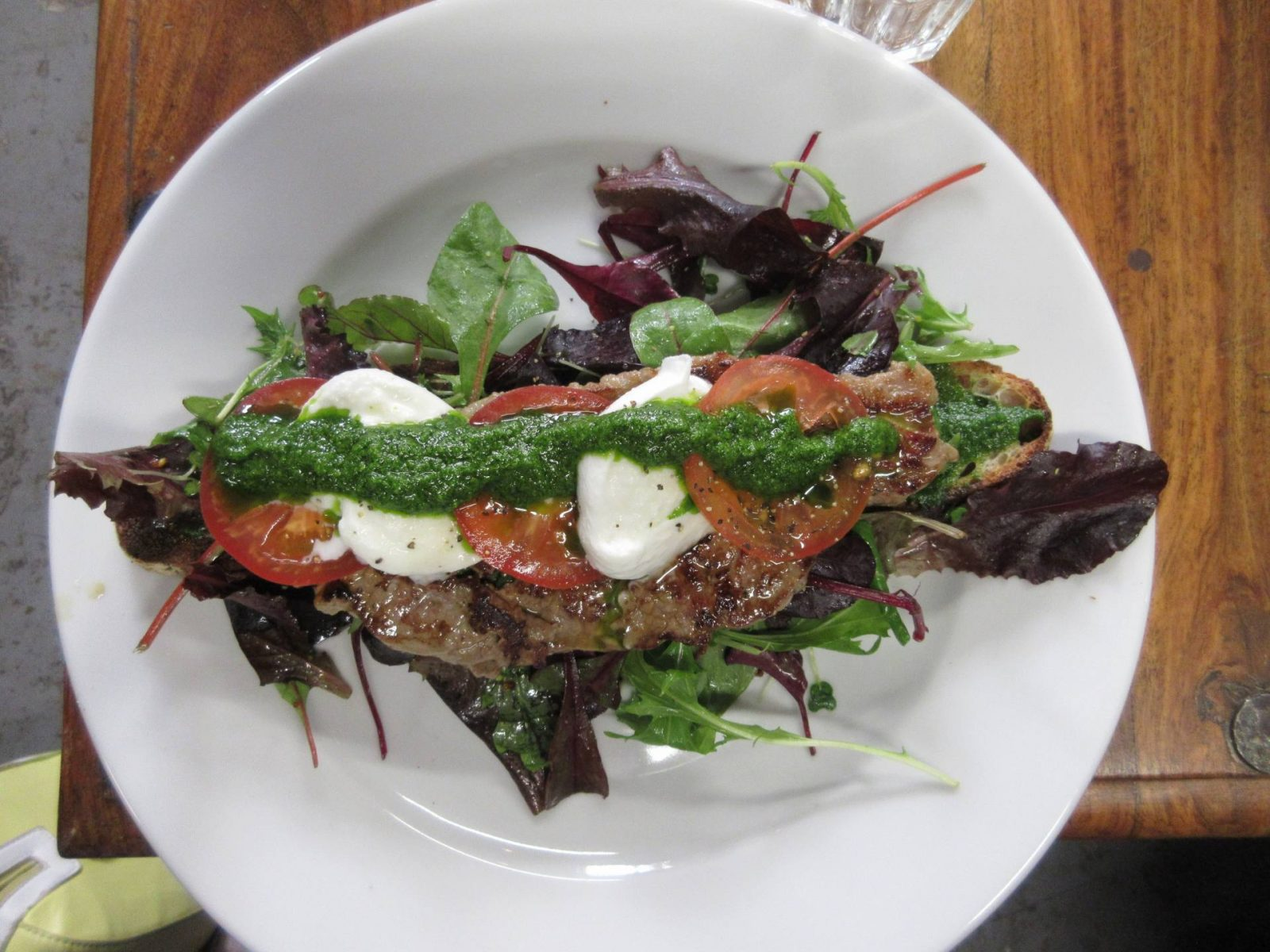 Singl-end: steak and garlic pesto ciabatta