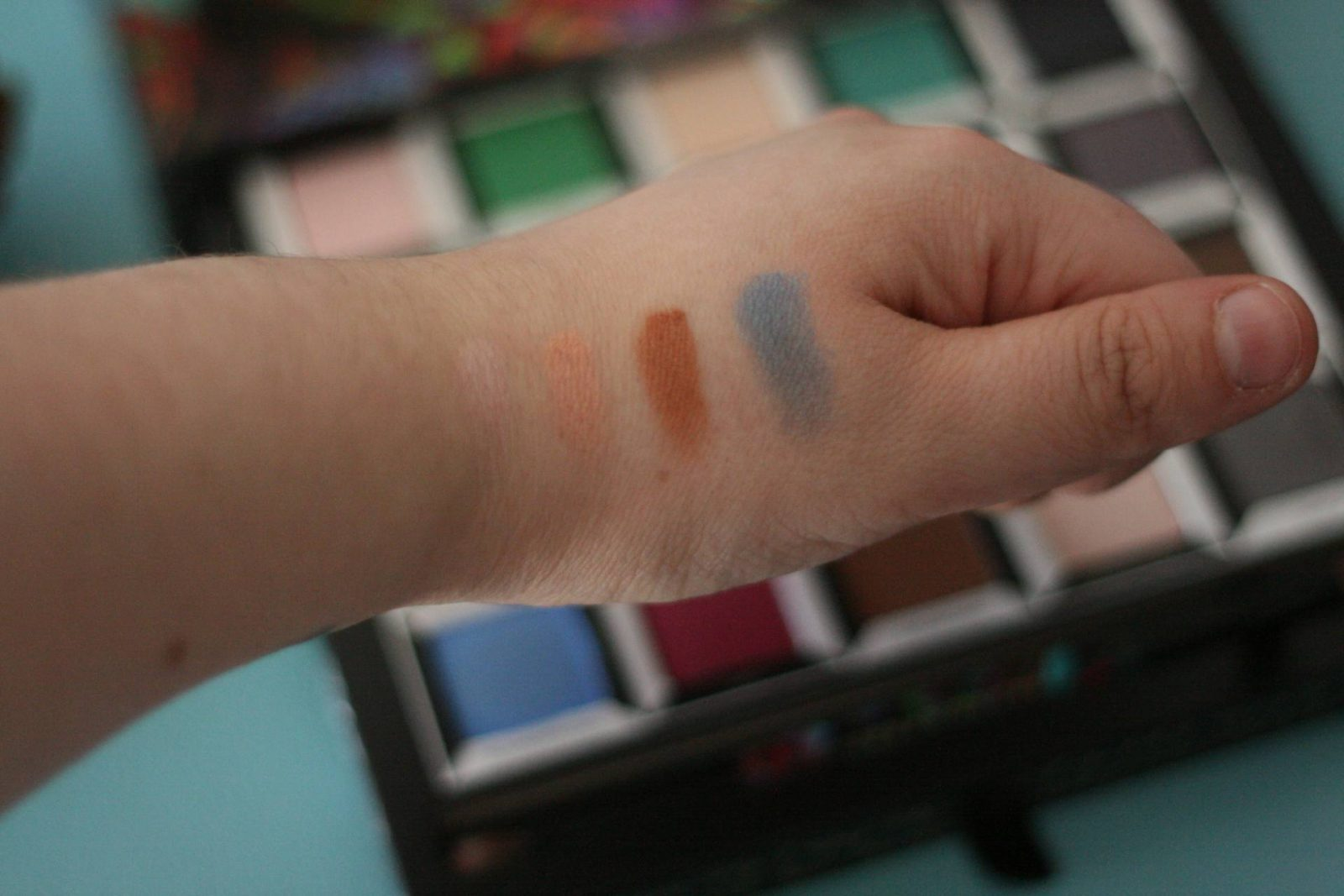 Urban Decay Alice in Wonderland Through the Looking Glass Palette - swatches (Alice)