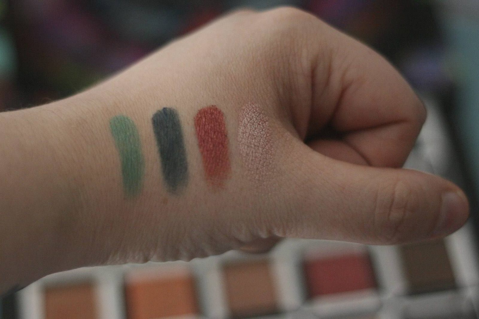Urban Decay Alice in Wonderland Through the Looking Glass Palette - swatches (Iracebeth)