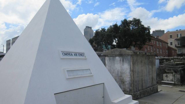 New Orleans - Nicholas Cage's pyramid tomb