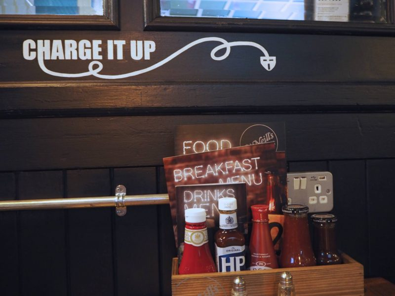 O'Neills Merchant Square Glasgow restaurant review - mobile phone charging