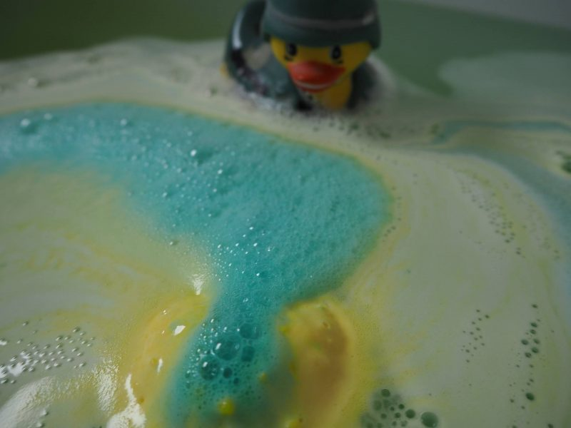 In defence of bubble baths: Lush Fizzbanger bath bomb