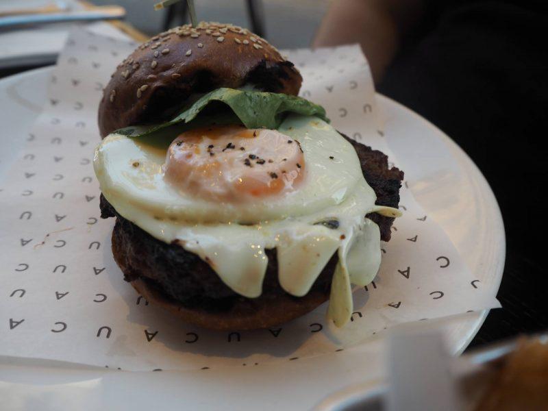 CAU Glasgow restaurant review - #BuenosHeroes campaign - classic CAU burger