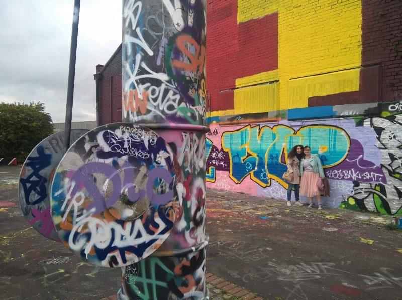 Cliche blogger canal towpath graffiti pose, Salford Quays
