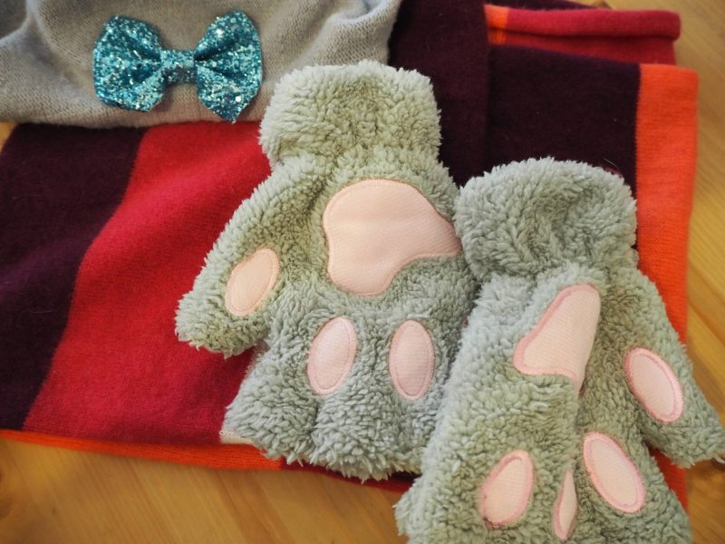 Be your best self: cat paw mittens