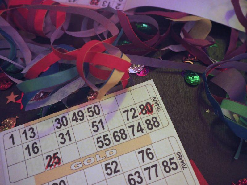 Bongos Bingo Gold bingo game and table streamers